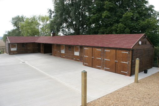 Hunter Stables with upgraded Red Felt Roof