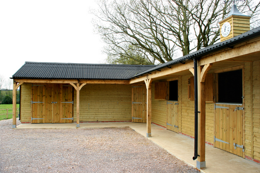 Hunter Stables with Weatherboard and Posts